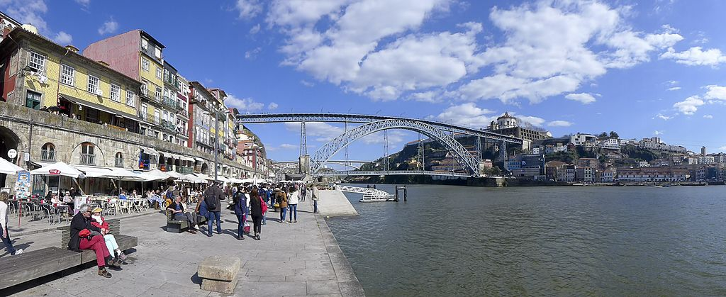 Quai de la Ribeira avec le pont Dom Luis en fond - Photo de mmmmngai@rogers.com