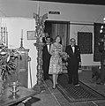 Prinses Beatrix opent antiekbeurs te Delft Prinses Beatrix en dhr J Schulman, Bestanddeelnr 915-2994.jpg