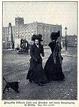 Prinzessin Viktoria Luise spaziert durch Berlin, 1908.jpg