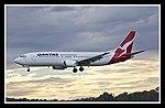QANTAS 737-400 VH-TJO landing Canberra 01 (5513900774).jpg