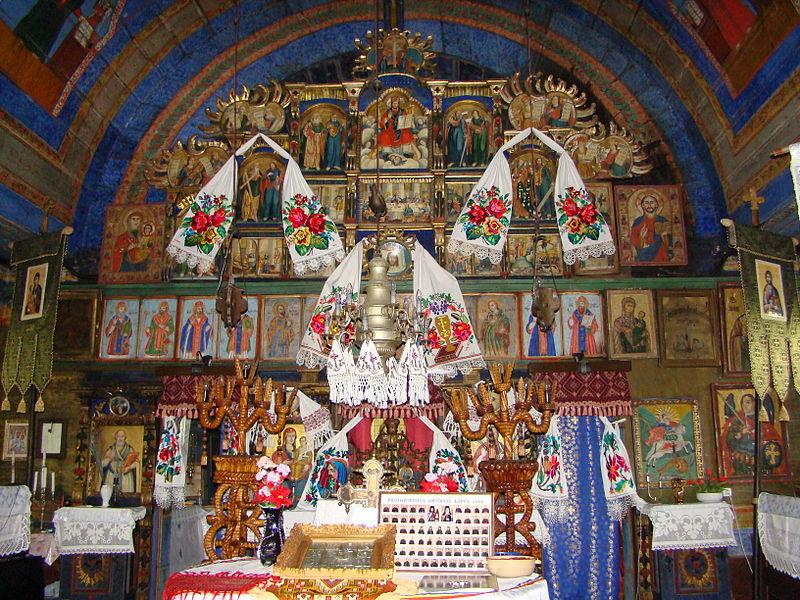 File:RO MM Laschia church interior 5.jpg