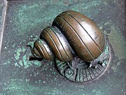Door handle in form of a snail