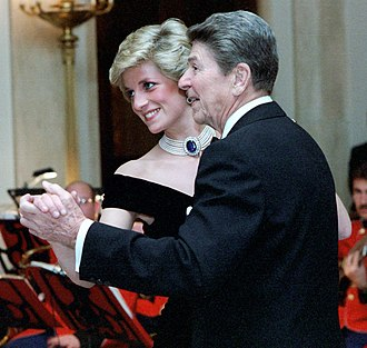 Diana, Princess of Wales's jewels - Diana wearing the Pearl and Sapphire Choker while dancing with Ronald Reagan during her official visit to the USA in 1985