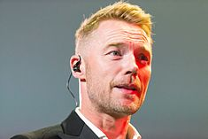 Ronan Keating - 2016330231816 2016-11-25 Night of the Proms - Sven - 1D X - 0909 - DV3P3049 mod.jpg