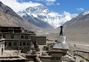 English: Classic view of the Rongbuk Monastery...