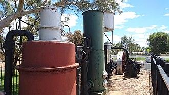 Stationary engine - Image: Rushton 2cyl gas engine