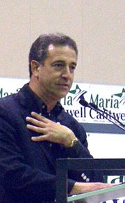 Feingold on the campaign trail, stumping for Maria Cantwell (D-WA), October 2006.