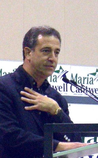 Russ Feingold - Feingold on the campaign trail, stumping for Maria Cantwell (D-WA), October 2006.