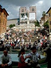 La escalinata y en primer plano la Fuente de la Barcaccia