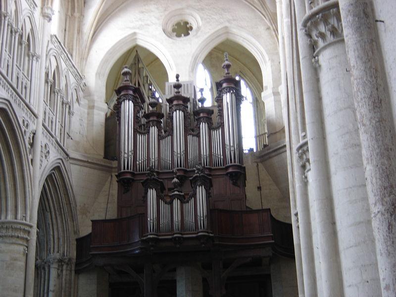 Cathédrales et trésors sacrés - Page 2 800px-S%C3%A9es_cathedral_-_organ