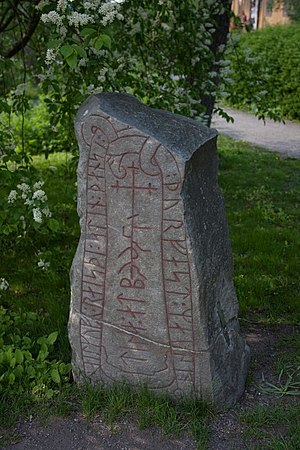 Södermanland Runic Inscription 352 - Sö 352 uses same-stave bind runes in its text.