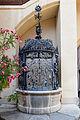 Schloss Grafenegg - Brunnen mit Bezeichnung 1570.jpg
