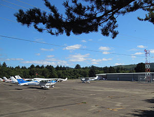 Seaside Municipal Airport - Parking apron, planes and hangar