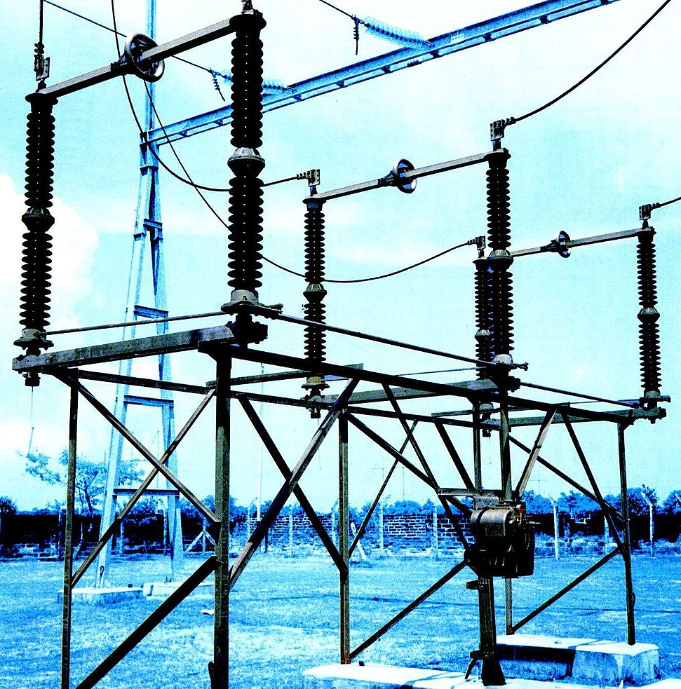Switch Eanswers Using Single Pole Double Throw Spdt Switches National Instruments A High Voltage Disconnect Used In An Electrical Substation Such Are Mostly To Isolate Circuits And Usually Cannot Break Load Current