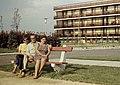 Siófok 1967, portré. A háttérben a MÚOSZ üdülő. Fortepan 1287.jpg