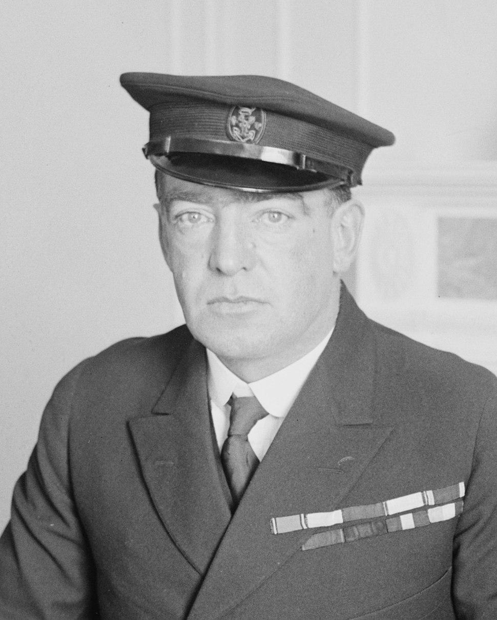 Sir Ernest Henry Shackleton in 1917 (cropped)