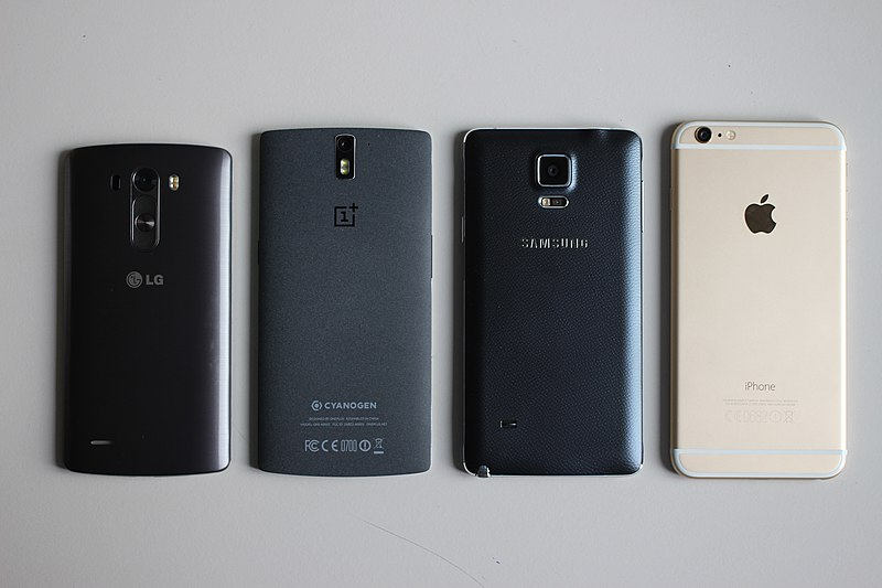 File:Smartphones back.jpg