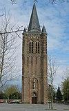 foto van Petrus Banden: Voormalige R.K. Kerk. Toren met overhoekse westelijke steunberen en zuidelijke traptoren
