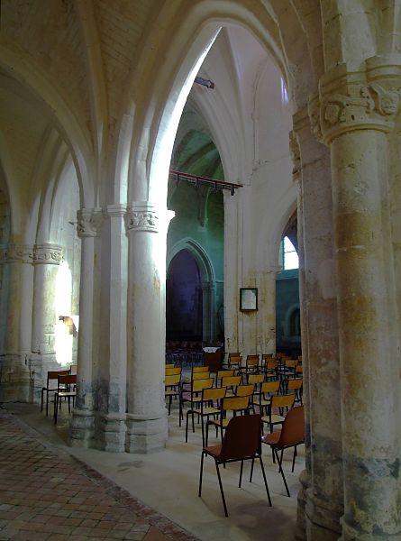 La nef de l'église de Soudron, vue des bas-côtés