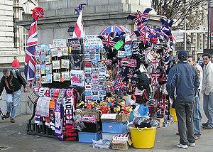 """A """"Souvenir"""" store in London, Englan..."""