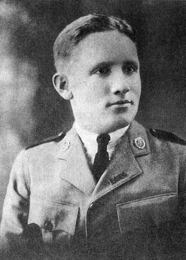 Spencer Tracy yearbook photo - 1919