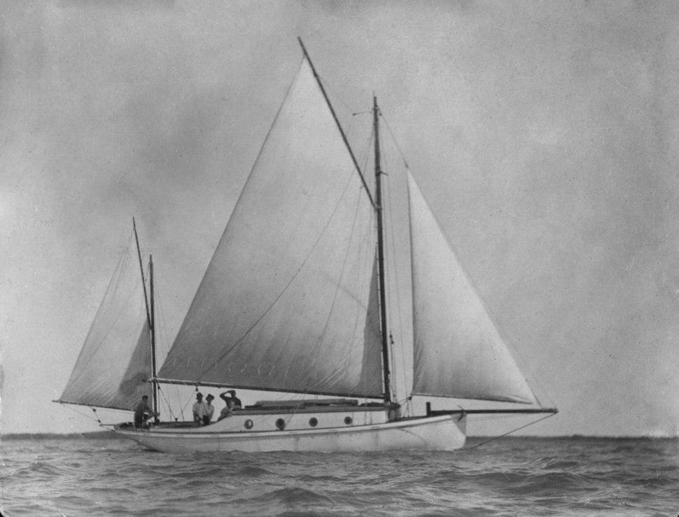 StateLibQld 1 297231 Sailing on Moreton Bay, 1915