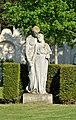 Statue at Urnenhain, Simmering.jpg