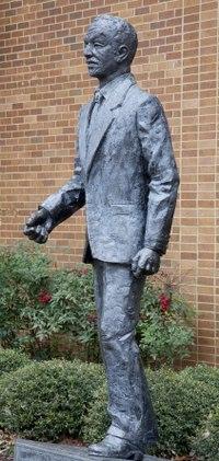 Statue of Fred Shuttlesworth, former civil rights activist, Birmingham, Alabama LCCN2010636984.tif