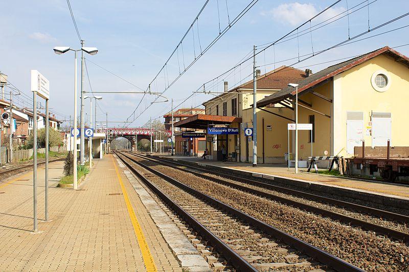 File:Stazione di Villanova d'Asti 02.jpg
