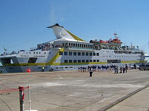 Stralsund, Kreuzfahrtschiff VISTAMAR im Hafen (2008-07-02), by Klugschnacker in Wikipedia.jpg