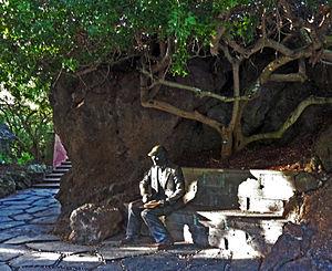 Eric Ragnor Sventenius - Statue of Sventenius in the Jardín Botánico Viera y Clavijo