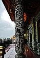 Taipeh Guandu Temple Haupthalle Säulen 2.jpg
