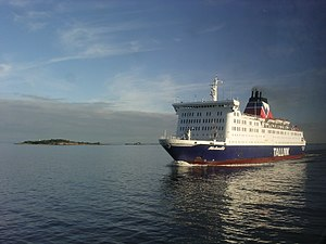 MS Bluefort - Image: Tallink Meloodia arriving to Port of Helsinki panoramio