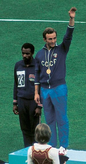 Robert Taylor (sprinter, born 1948) - Taylor (left) at the 1972 Olympics