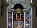 Templete greco-romano rodeado de mosaicos en Madrid (Basílica de Nuestro Padre Jesús de Medinaceli).jpg