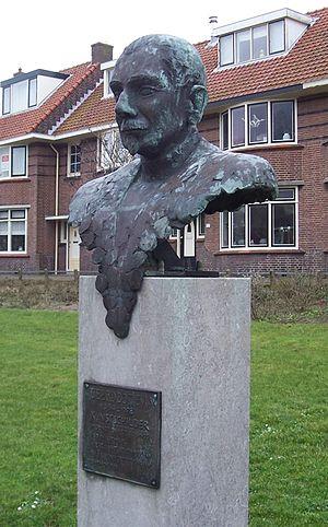 Tjeerd Bottema - Bust of Tjeerd Bottema in Katwijk