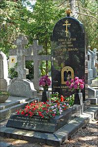 Tombe de Serge Lifar (Sainte-Geneviève-des-Bois).jpg