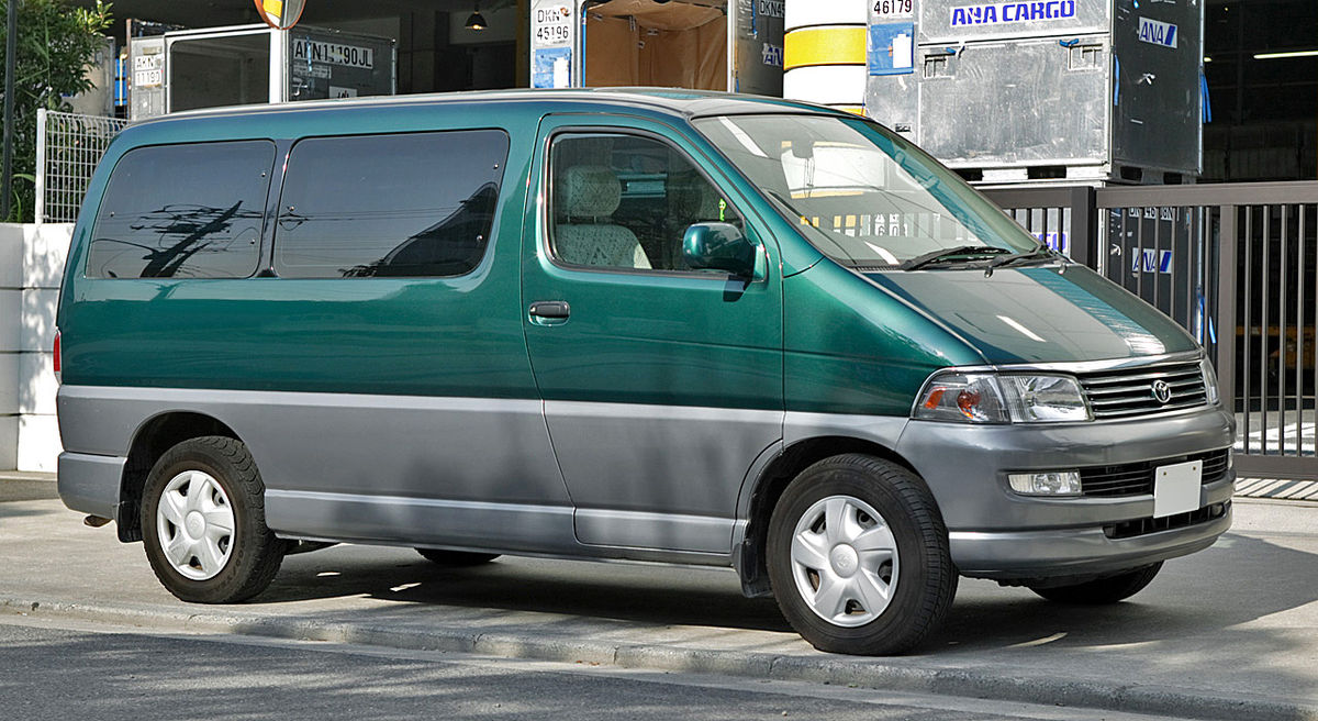 Toyota Hiace Regius 001.JPG