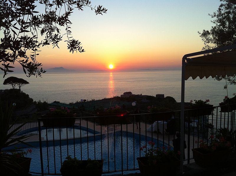 File:Tramonto Napoli.jpg