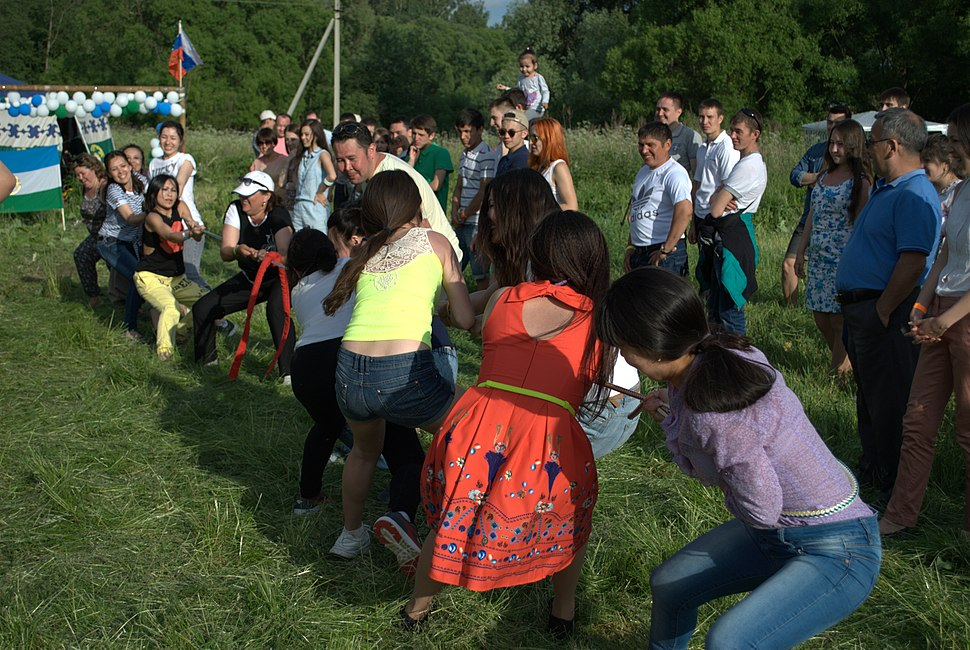 Tug of war competition on Moscow Sabantuy of Moscow bashkirs