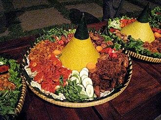 Slametan - Tumpeng is commonly the main menu in a slametan.