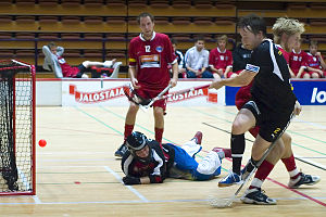 Salibandyliiga - TPS come close to scoring against FBT Pori in the 2005-06 season.
