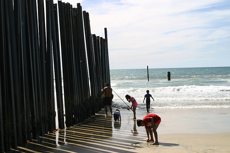 File:US-Mexico Fence Mexican family on US side.jpg