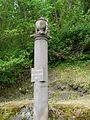 Usson cimetière colonne.JPG