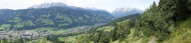 File:Valley in the Alps (23383120229).jpg
