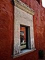 Ventana de sillar en el monasterio de santa Catalina, Arequipa.jpg