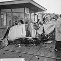 Verkeersongeval op spoorwegovergang bij Sloterdijk, de overgebleven resten van d, Bestanddeelnr 916-5643.jpg