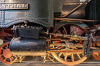Verkehrsmuseum Dresden Güterzug - Tenderlok Muldenthal Detail Treibradsatz mit Dampfzylinder VII.jpg