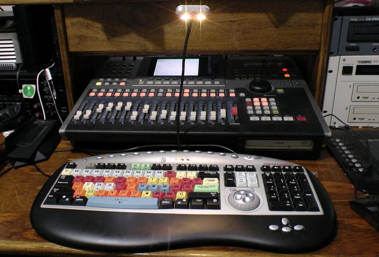 file video editing color keyboard with yamaha aw4416 recording workstation 2014 03 01 by. Black Bedroom Furniture Sets. Home Design Ideas