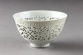 Vit genombruten porslinsskål gjord i Kina på 1700-talet - Hallwylska museet - 95532.tif